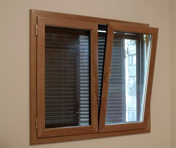 ventana oscilobatiente de madera y aluminio