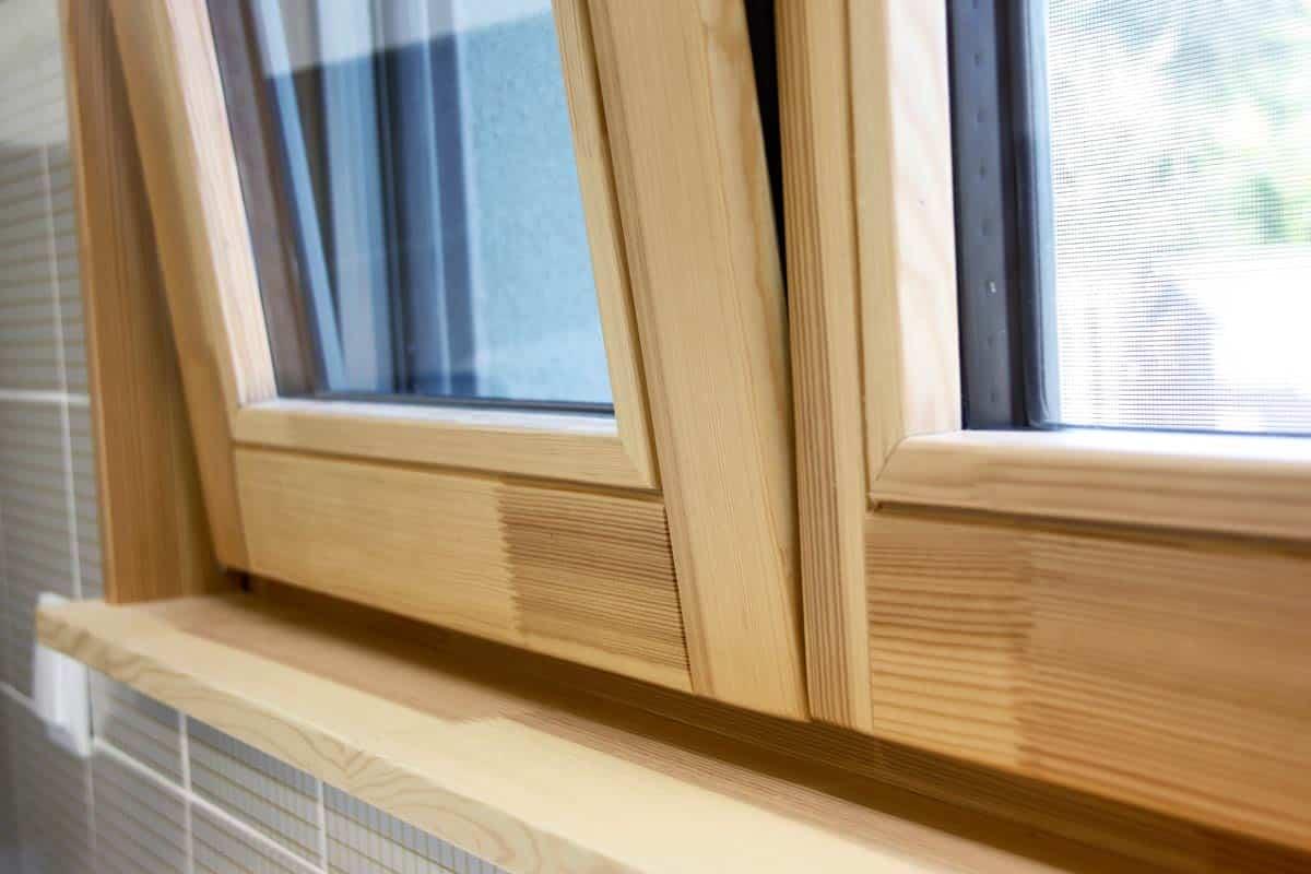 carrete-finestres-fusta-pi-natural-cuina-vidre-seguretat-ventana-madera-cocina-seguridad-lleida