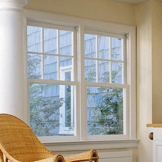 ventana madera blanca guillotina